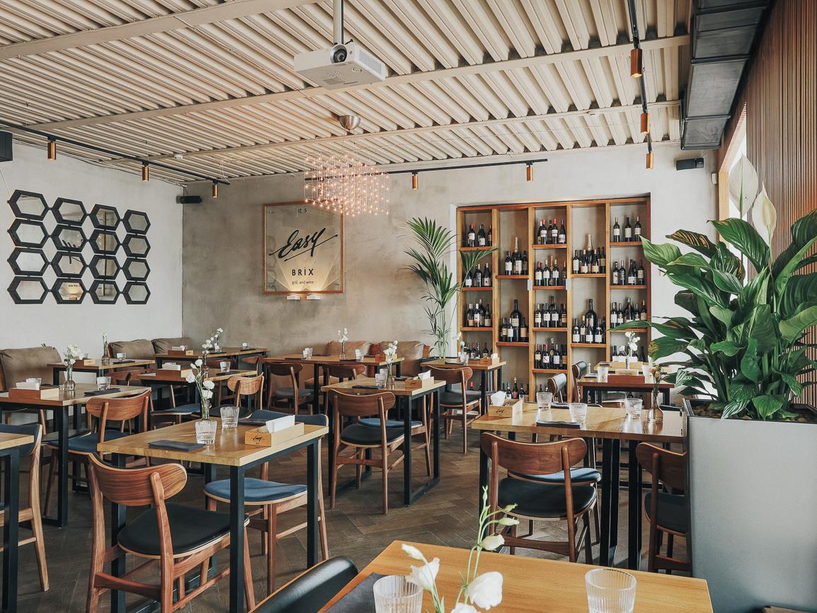 Фотография: Ресторан Easy Brix Grill & Wine